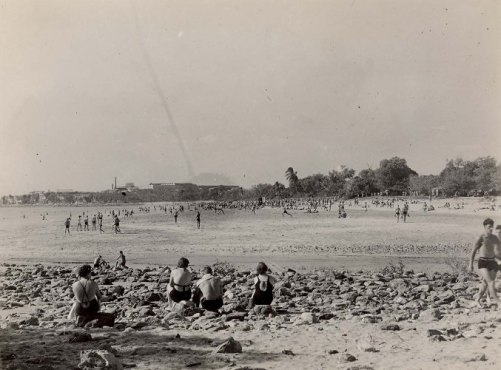 Mendil Beach (Mindil Beach), 1945