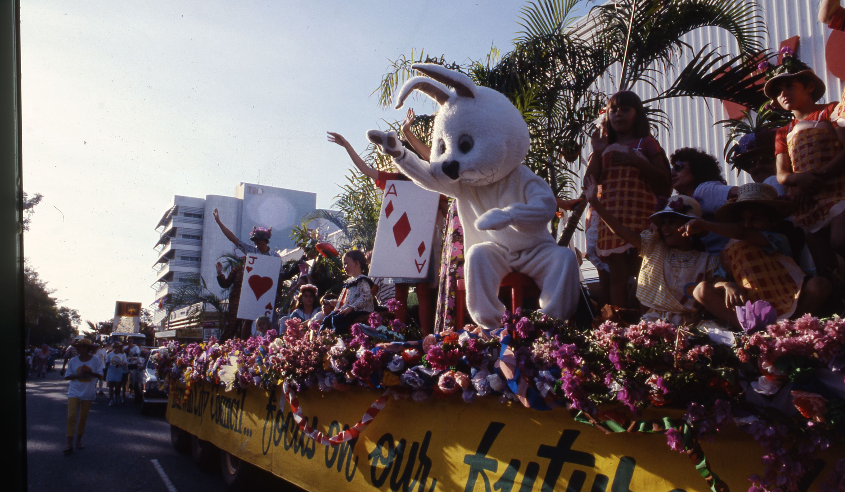 [Bougainvillea Festival Parade, 13 June 1987] <br />Image courtesy of Northern Territory Archives Service, Department of Chief Minister, NTRS 3822 P1, Folder 37 Slide 315.