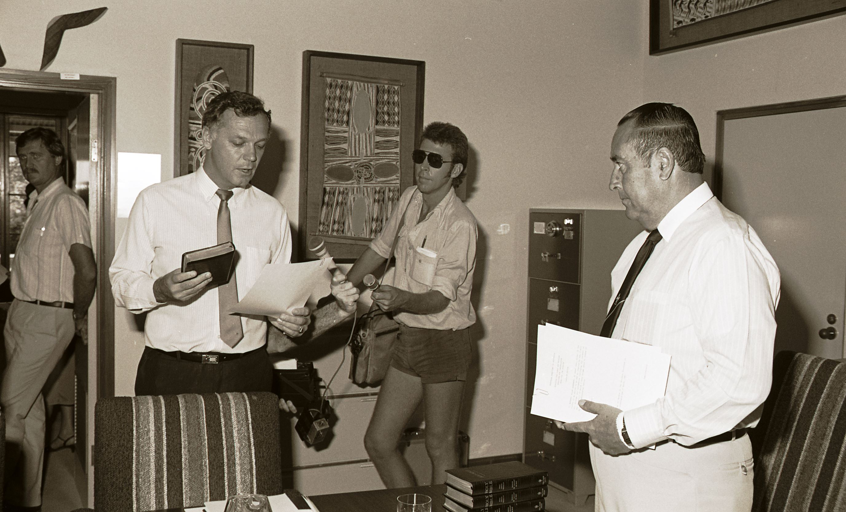 [Swearing in of the new Hatton Ministry].<br /> Image courtesy of Northern Territory Archives Service, Department of Chief Minister, NTRS3823, Item BW2617, 22