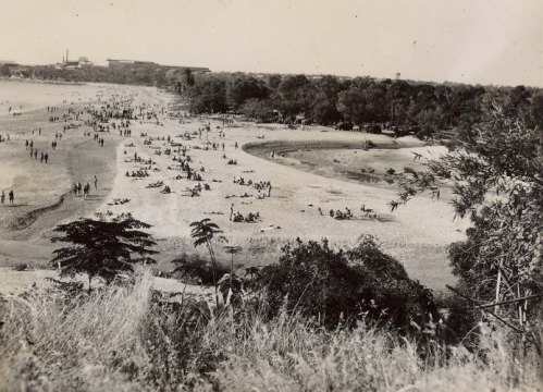 Mendil Beach (Mindil Beach), looking towards Bullocky Point and the site of Vestey's Meatworks, 1945